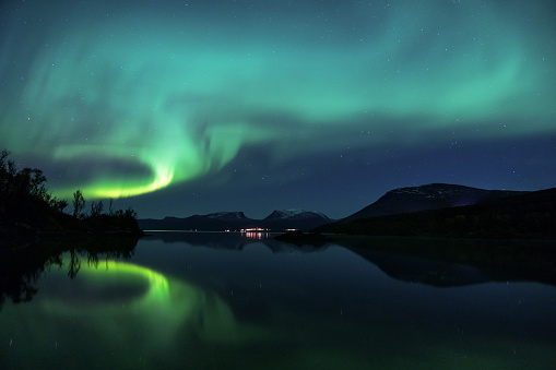 vacanze invernali in montagna aurora boreale