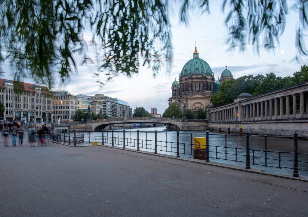 isola dei musei berlino   isola dei musei berlino prezzi   isola dei musei berlino gratis   musei berlino  isola dei musei   isola dei   museumsinsel   berlino musei   musei a berlino   musei di berlino   isola musei berlino
