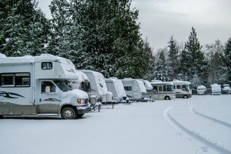 Viaggiare in camper in inverno: quali regole seguire