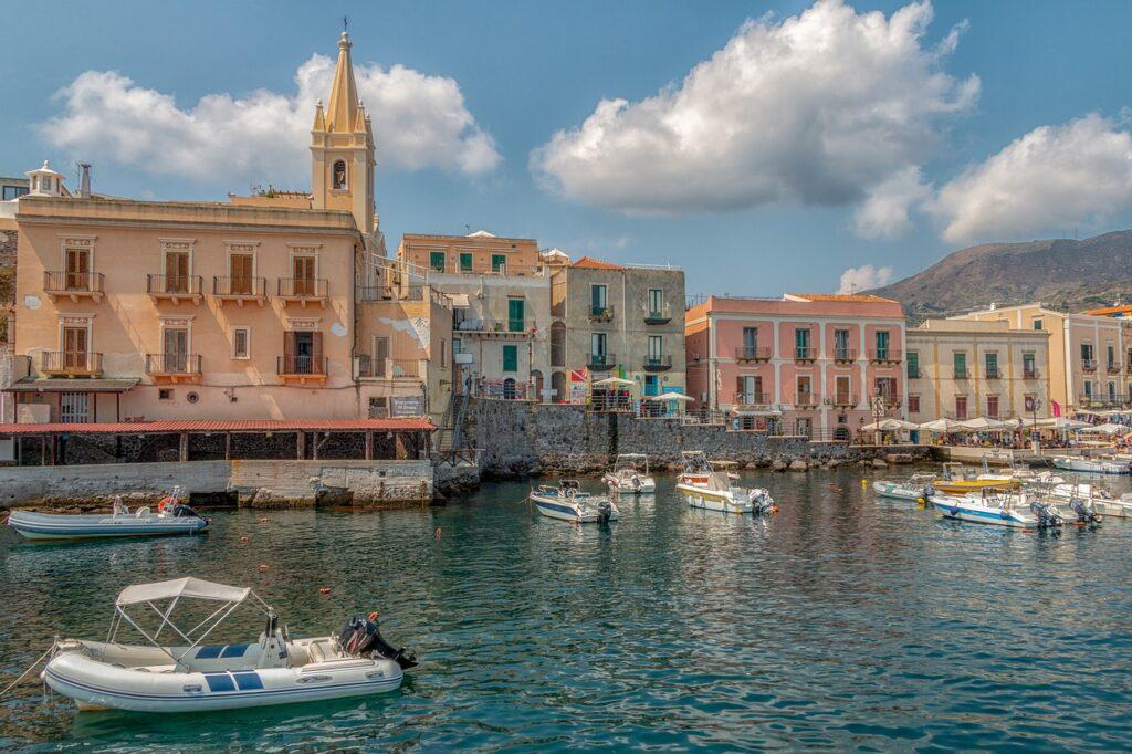 isola di favignana lipari  isole egadi  sicilia